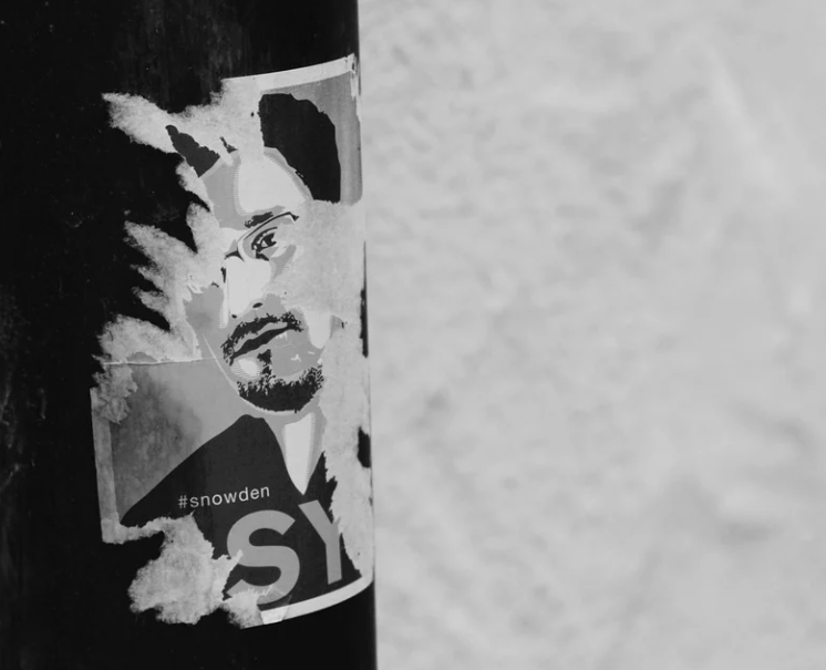 "Frommer Legal-Abmahnung wegen illegalem Filesharing des Films ""Snowden"""